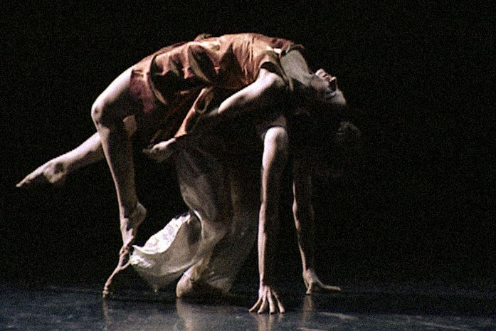 ©2003 - Hellenic Dance Company - From Martha Graham to Wim Vadndekeybus